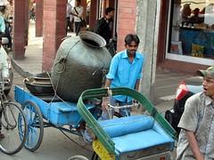 india (gerben more) Tags: jar trafficjam newdelhi rikshaw