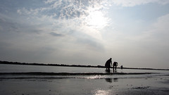 (Absacci) Tags: morning sea italy beach water italia mare acqua spiaggia controluce mattina bellaria