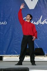 El Conjunto Maucó interpretando Música y Danzas de Chile. VII Encuentro del Adulto Mayor. Quinta Vergara. Viña del Mar. Baila Hugo Vargas, septiembre de 2005.