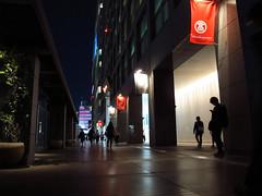 (Yorozuna / ) Tags: people silhouette japan night tokyo shinjuku nightscape human departmentstore nightview    takashimaya           shinjukuward