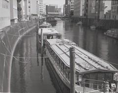 Yakatabune 屋形船  (BUN world) Tags: 神田 屋形船 tmaxdeveloper 19dilution kanda yakatabune tmax400