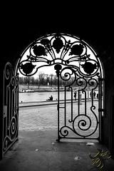 Porte de la gare (Thierry Poupon) Tags: paris pont porte seine contrejour iledefrance france fr door gate opened outside backlight