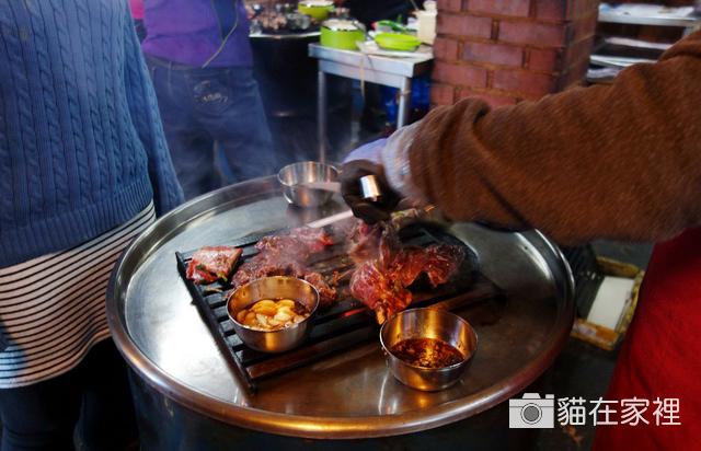 新村-站著吃烤肉