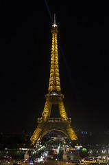 La ciudad de la luz (Ville Lumière) (SegundoReal) Tags: ngc parís paris france francia d7000 nikon parque park jardin eiffel torre carrusel tiovivo luz maravilla viajar tower night