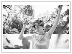 (...Keiths) Tags: family blackandwhite bw beautiful spring affection stuttgart fineart adorable contrejour gegenlicht schwarzweis canon2470l flickrcolour naturallightportrait keithbott