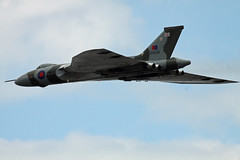 XH558, Cleethorpes 2013 (Steve Dawson.) Tags: uk england plane canon eos north july lincolnshire east airshow vulcan bomber ef cleethorpes coldwar avro 400mm xh558 50d 2013 f56l ef400mmf56l canoneos50d