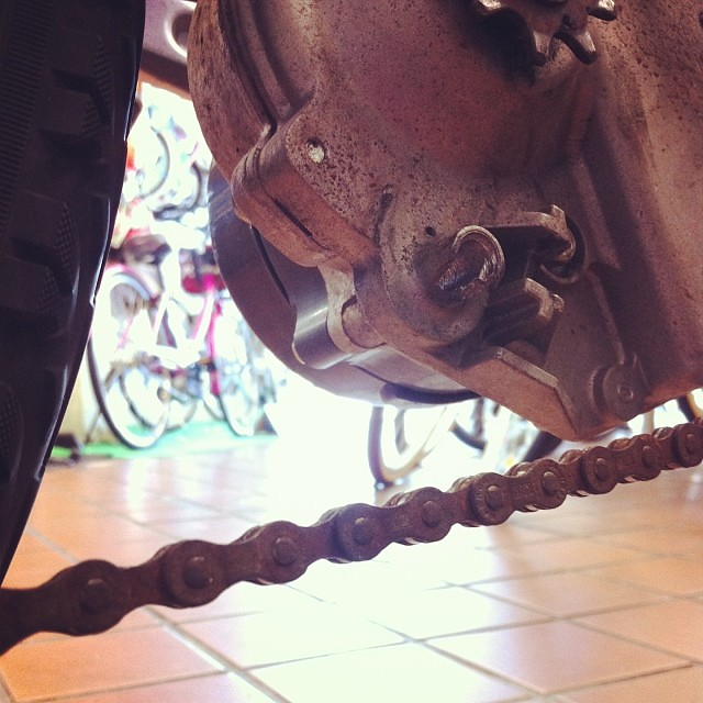 うおー電動アシスト自転車のプーリーの根元が折れちゃってる! #eirin #修理 #電動アシスト自転車 #panasonic