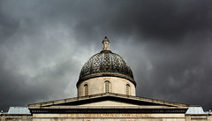 (Evelien Gerrits) Tags: building london museum architecture clouds canon gallery artgallery wolken oldbuilding darkclouds architectuur gebouw londen thenationalgallery gerrits 600d eveliengerrits