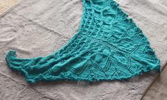 _DSC4287 (KateSi) Tags: verde green azul knitting blu lace silk knit merino vert bleu shawl knits knitted knitty aeolian maglia bl grnn sjal chal chle tricoter strikke hacerpuntos
