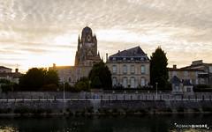 Soire au bord de la Charente (RomainBihore) Tags: sunset canon eos rebel soleil ciel maritime 17 eglise ville 1022 charente saintes basilique couch t3i charentes charentemaritime 600d eutrope sainteutrope