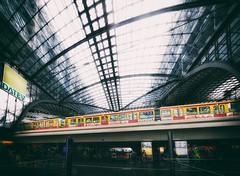 Hauptbahnhof (Ralf Westhues) Tags: berlin hauptbahnhof zug sbahn ubahn regionalbahn bahn