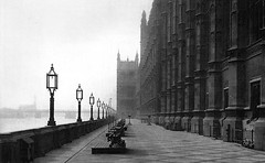 The Terrace, Houses of Parliament (Leonard Bentley) Tags: uk london housesofparliament lamps benches riverthames metropolitan houseoflords lambethbridge palaceofwestminster houseofcommons theterrace riversideterrace canonrow cannonrow