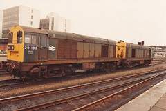 20183 20082 19th March 1984 Nottingham (Ian Sharman 1963) Tags: nottingham station train march chopper diesel engine loco class 1984 20 19th 20082 20183