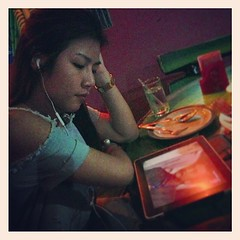 #สุดที่รักของฉานนนน #มีทีวีติดตัวตลอดๆ #นั่งเฝ้าแฟนกินเหล้า #ดูละครได้ทุกที่