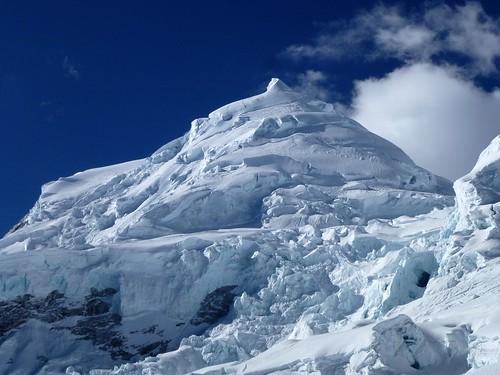 Gros plan sur le Huascarán Norte 6655m et ses séracs