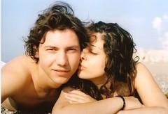 Lovers' kiss. (Valentin.) Tags: beach kiss lovers canont50