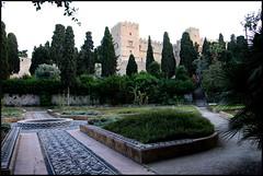 Platia Rimini (ARKNTINA) Tags: wall garden geotagged island europe hellas medieval unescoworldheritagesite greece handheld fortifications oldtown rodos rhodes fortified dodecanese gr10 geo:tool=gmif 1116mm random6 rodostown tokinaatx116prodx1116mmf28 tokina1116 medievalcityofrhodes medeivalwall platiarimini geo:lat=36446772 geo:lon=28225057