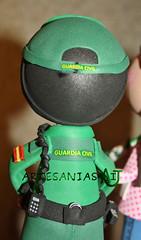fofucho fuardia civil espalda (Artesanias AIJ) Tags: recuerdo regalo artesania manualidad gomaeva fofucha vision:text=082