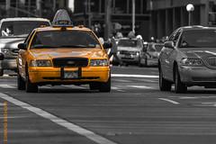 New York (Edi Bähler) Tags: architektur aussenaufahme auto bigapple fahrzeug fassade gebäude nyc newyorkcity newyorkstate nutzfahrzeug perspektive strassenschlucht strassenverkehr taxi usa unitedstatesofamerica architecture building car facade meansoftransport outdoor perspective utilityvehicle newyork vereinigtestaaten nikond3 80400mmf4556