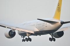 [07:23] BI0097 BWN-DXB-LHR (A380spotter) Tags: approach landing arrival finals shortfinals threshold boeing 787 8 800 dreamliner™ dreamliner v8dlb betterfly ﺩﻴﺮﺍﺝﺑﺮﻮﻧﻲ royalbrunei ڤنربڠندراجبروني royalbruneirbairlinessdnbhd rba bi bi0097 bwndxblhr runway27r 27r london heathrow egll lhr