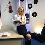 Mateja na snemanju oddaje Abeceda. V studiu Veseljak TV.