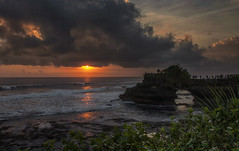 Sunset in Tanah Lot (Fil.ippo) Tags: ocean travel sunset sky bali cloud seascape nature indonesia nikon tramonto filippo tanahlot d5000 filippobianchi