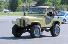 Yellow CJ5 (Eyellgeteven) Tags: classic yellow vintage jeep 4x4 cj vehicle 1960s 1970s suv madeinusa americanmade fourwheeldrive softtop cj5 jeepcj5 civilianjeep eyellgeteven