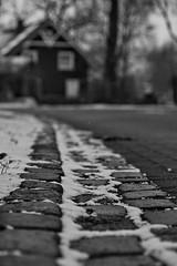 Endlich ein Winter(chen) (malp007) Tags: winter snow blackwhite bw schwarzweis street strase road position blickwinkel kantstein haus house outoffocus schnee