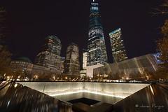 Memorial at Ground Zero (..Javier Parigini) Tags: usa unitedstates estadosunidos newyork newyorkcity manhattan nyc nuevayork xmasspirit xmas navidad espíritunavideño christmas christmasspirit nikon nikkor d800 1424mm f28 11s memorial groundzero oneworldtradecenter flickr javierparigini