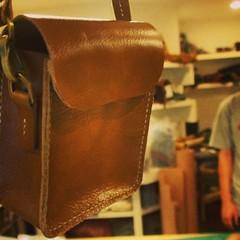คุณเชลกับกระเป๋าใบที่สองเย็บมือทั้งใบจร้า