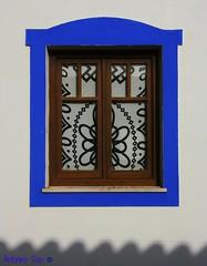 "Carrapateira   Janela sobre o ""mar"" I (antoninodias13) Tags: cortina praia portugal branco azul faro mar surf mergulho janela algarve oceanoatlântico sombras silêncio falésias simplicidade carrapateira costavicentina pontaldacarrapateira mygearandme escolasdesurf"