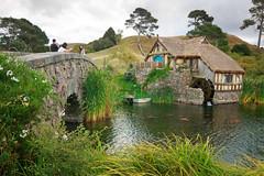 Millpond, Hobbiton (Emily Miller Kauai) Tags: bridge newzealand tavern northisland lordoftherings movieset greendragon thehobbit millpond hobbiton matamata