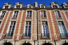 Paris - Place des Vosges 5 (luco*) Tags: houses paris place maisons des marais vosges
