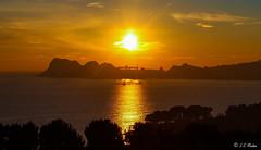 IMG_5845 (moutoons) Tags: sunset sea sky sun mer colors sunshine night fire soleil town couleurs ciel nuit rocher ville feu couchant coucherdesoleil baie laciotat golfe portvieux capucins enflamme