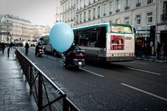 C'est Paris, c'est la vie... (Paolo Pizzimenti) Tags: paris bus film paolo bokeh ballon transport olympus moto f18 viii rue zuiko omd cinma posie urbaine em1 pellicule 17mm m43 mirrorless hymnes arrondissiment