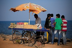 * (Gwenal Piaser) Tags: india beach umbrella canon eos prime reflex 85mm promenade usm february fullframe canoneos seller 1000 inde pondicherry fvrier 6d 2014 charriot 85mmf18 pondichry 24x36 ef85mm ef85mmf18usm canonef85mmf18usm ef85mmusm eos6d goubert puducherry   unlimitedphotos canonef85mm118usm canoneos6d gwenaelpiaser