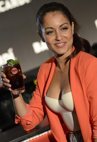 Hiba Abouk imagen de la nueva campaña de Bacardí