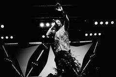 Yannick Dee (Gwenaël Piaser) Tags: clae festival migrations cultures citoyenneté yannickdee yannick dee singer chanteur 50mm canon canonef50mmf18 canonef canonef50mmf18ii ef50mmƒ18 prime niftyfifty unlimitedphotos gwenaelpiaser eos 6d canoneos eos6d canoneos6d fullframe 24x36 reflex rawtherapee gimp luxembourg luxemburg luxemburgo lussemburgo lëtzebuerg festivaldesmigrations mars march 2017 march2017 blackandwhite monochrome wb nb bw noiretblanc scene concert stage music musique 1000