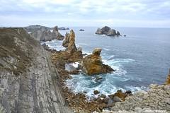 Los Urros. (Howard P. Kepa) Tags: cantabria sotodelamarina liencres marcantabrico urros costa acantilados erosion barriolaarnia piedras rocas