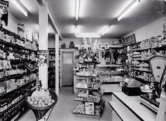 Spar kruidenier N.Hofman Burg.Trooststraat (dickjan thuis) Tags: supermarkt spar winkel shop conveniencestore supermarket