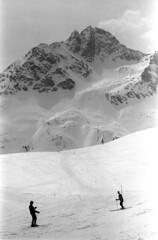 04a3371 30 (ndpa / s. lundeen, archivist) Tags: nick dewolf nickdewolf bw blackwhite photographbynickdewolf film monochrome blackandwhite april 1971 1970s 35mm europe centraleurope switzerland swiss alpine alps graubünden grisons stmoritz easternswitzerland suisse schweitz mountains peaks snow snowy snowcovered skiresort skiarea skislopes skiing landscape people skiers slopes swissalps