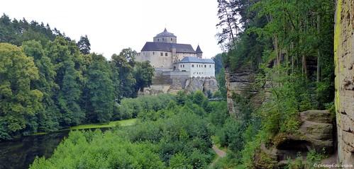 Hrad Kost (Burg Kost - Ansicht vom Schwarzen Teich)