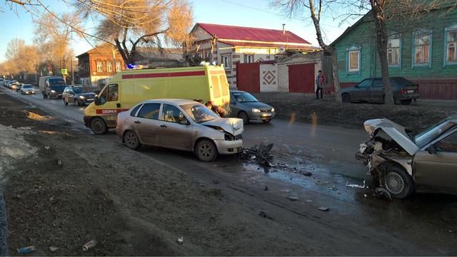 Автомобилистка иребенок пострадали при столкновении «десятки» и Лада Kalina
