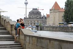 #04: Hauptgewinn (ffela) Tags: berlin deutschland couple paar lovers twosome prchen jackpot fotomarathon hauptgewinn liebespaar whatasurprise fotomarathonberlin startnummer5 fotomarathon2013 wasfreineberraschung sartnummer005 startnumber005 startnumber5 04hauptgewinn 04jackpot