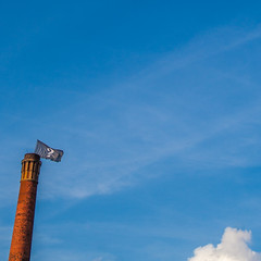 196/365. ? (he-sk) Tags: chimney sky flag question day196 guessedberlin day196365 3652013 gwbschlafauto 365the2013edition 16jul13