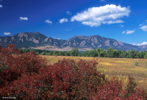 Photo - Boulder's mountain backdrop seen from the plains.