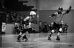 01062013-_MG_4191 (ebk**) Tags: girls sport rock track noiretblanc rollerderby quad protection amiti nso ebk ref gymnase prg quipes team