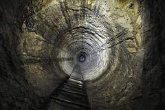 Puits de service (flallier) Tags: paris ps souterrain puits descente carrières échelons puitsdeservice