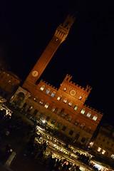 Mercato in Piazza del Campo (Antonio Cinotti ) Tags: italy night italia market sienna tuscany siena toscana tamron piazzadelcampo palazzopubblico comune abigfave d7100 nikond7100 mercatonelcampo