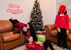 Christmas Eve Candid (Aung || Photography) Tags: christmas red hat hilarious funny merry